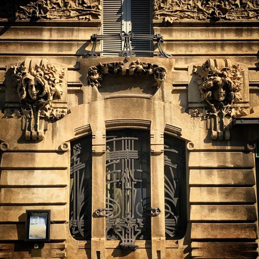 Dettaglio decorativo di Casa Galimberti in Via Malpighi al numero 3 di Milano