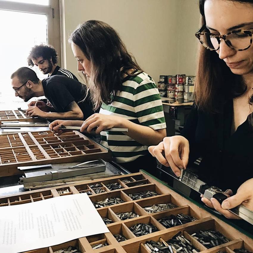 Attività nel laboratorio di tipografia del CFP Bauer