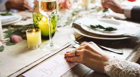 Lo stile della tavola di un matrimonio country chic
