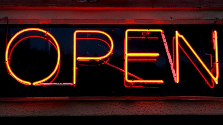open-light-glowing-wine-night-town-819301-pxhere.com