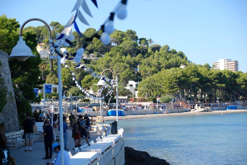 Oltre 20.000 persone si sono raccolte lungo il Paseo de la Marineta Cassiana di Dénia
