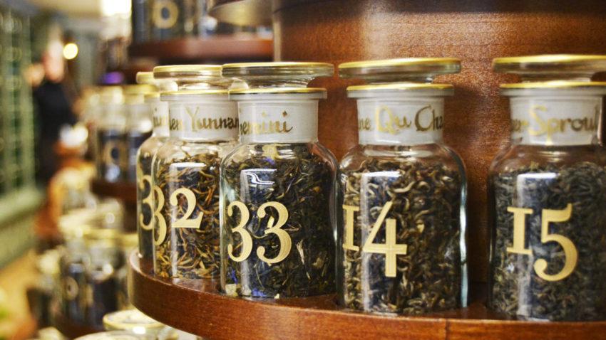 L'aromateca nella nuova boutique La Via del Tè a Milano