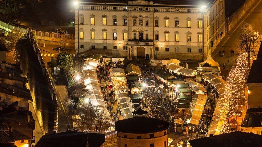 Le luci e i colori del 25° Mercatino di Natale di Trento