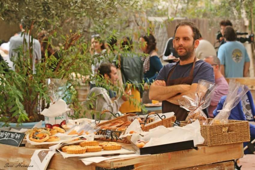 Tante sono le bancarelle dove è possibile provare il saporito street food locale