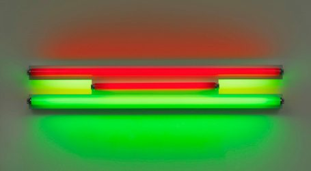 Dan Flavin, red and green fluorescent light. Courtesy David Zwirner & Cardi Gallery