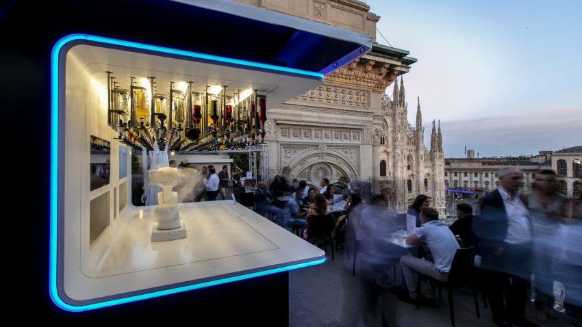 Posizionato al quinto piano del TownHouse Hotel, il bar Makr Shakr rimane aperto fino...a quando ci sarà bel tempo a Milano