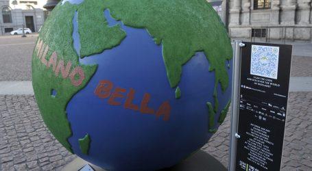 Milano Plastic free: in piazza Scala il primo globo d'artista