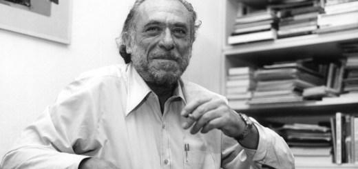 Charles Bukowski sorridente