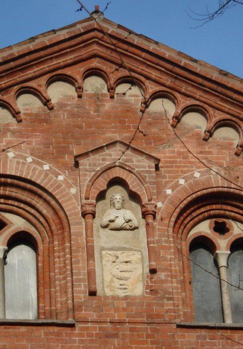 Бюст Маттео Висконти на церкви святого Евсторгия
