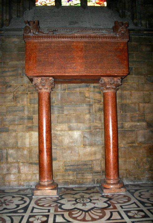 Надгробный памятник Оттоне Висконти в Домском Соборе