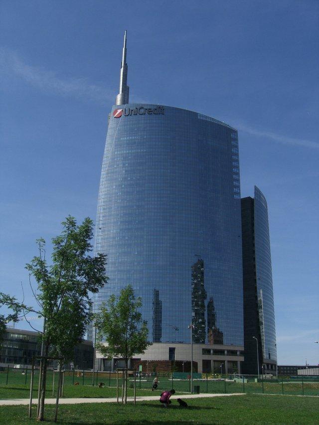 Здание Юникредит Банка в Милане