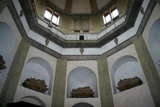 Сан-Надзаро - mausoleo trivulzio