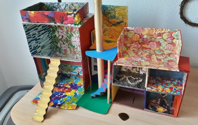 12 von 12 - Juni 2017 - DIY Puppenhaus aus Pappe
