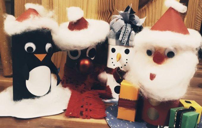 Pinguin, Rentier, Schneemann und Weihnachtsmann aus Klopapierrollen