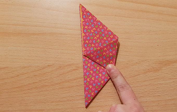 auf der Seite liegendes Origamipapier