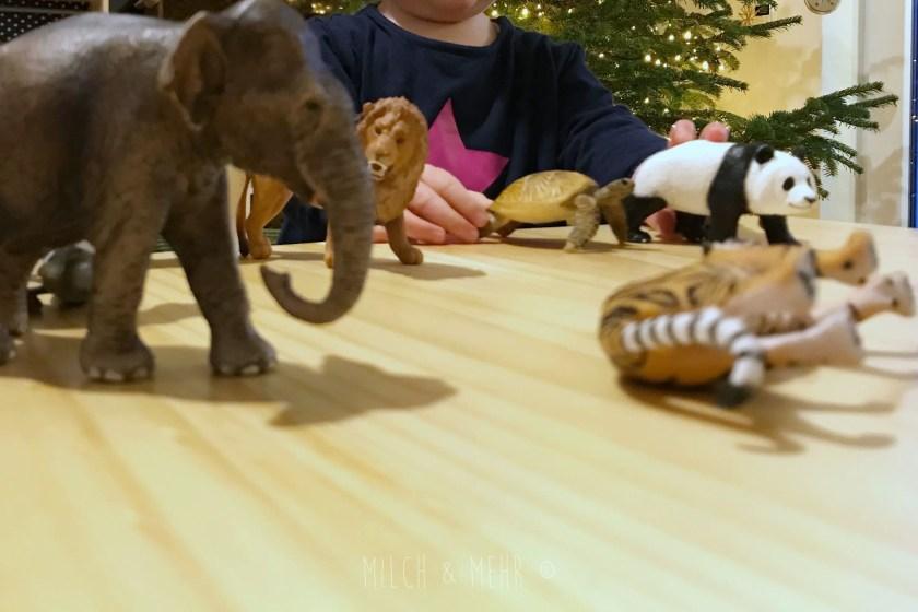 Spiele und Beschaeftigung für Kleinkind mit Schleichtiere