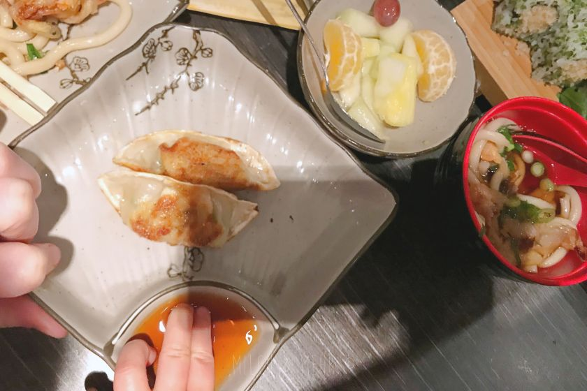 Sushi Essen mit Kleinkind