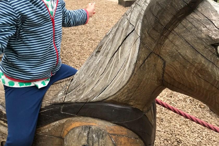 WIB #kw32 Spielplatz mit Holzpferd