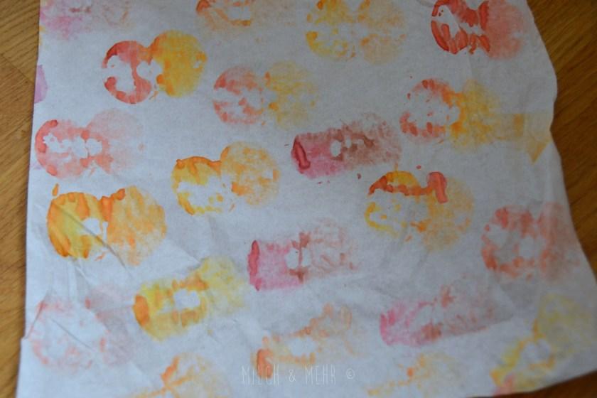 Herbst Bastelidee Apfeldruck auf Butterbrotpapier