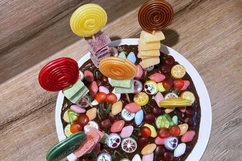 Candy Cake mit Lollis Raupe Nimmersatt Geburtstag