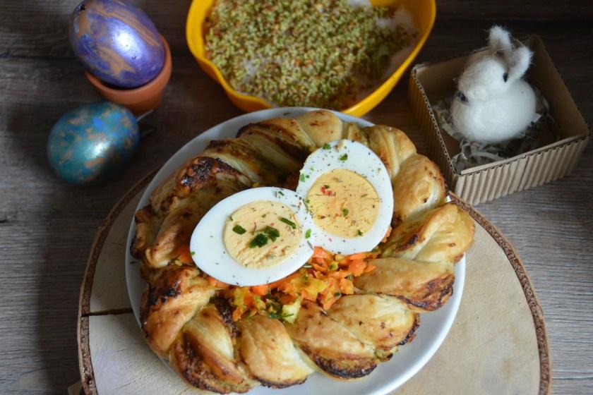 Blaetterteig Nest mit Pesto und Moehrensalat