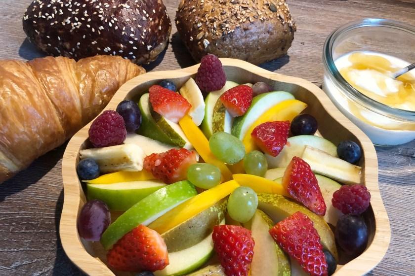 Obstteller zum Osterfrühstueck