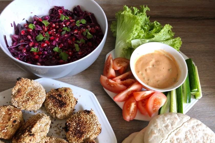 Falafel Pita mit Rotkohl Salat