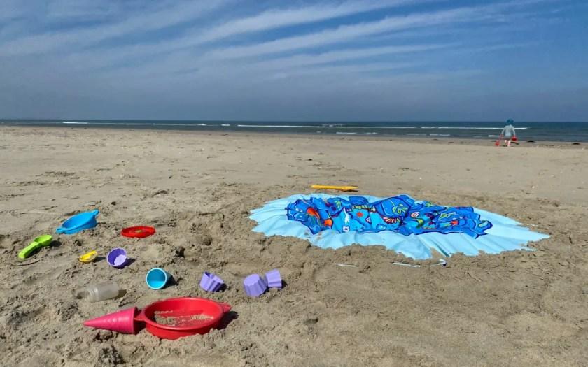 Holland Strand mit Kleinkindern