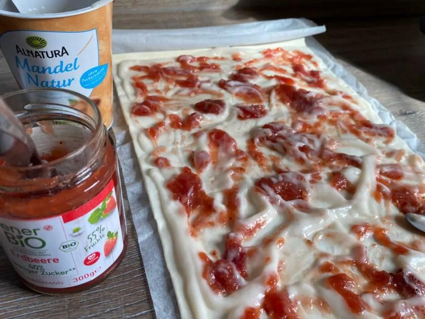 Blaetterteig Nester Marmelade