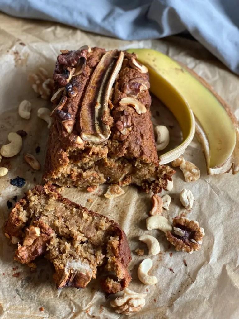 Muesli-Brot Fruehstueck