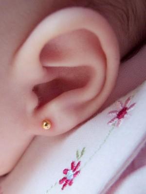 furar orelha do bebê