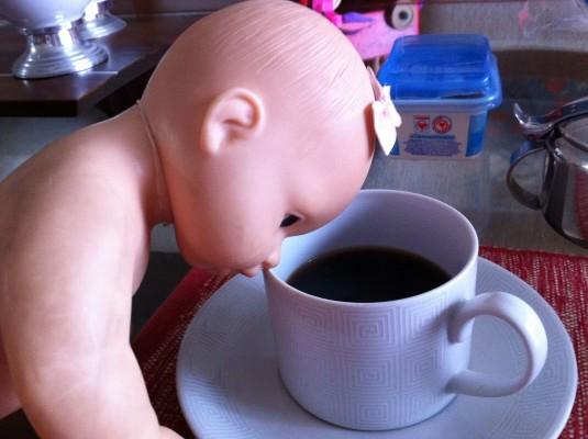 Com o furacão Catarina, até a boneca estava precisando de um café
