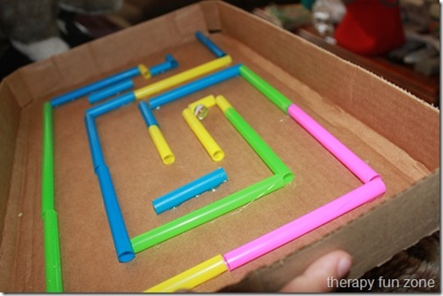 Fonte: http://therapyfunzone.net/blog/2012/04/cardboard-marble-maze/