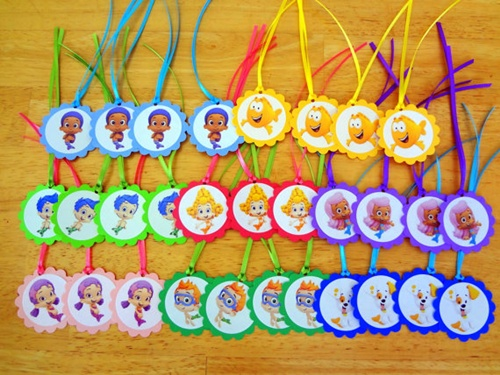Fonte: http://www.etsy.com/listing/103137872/30-bubble-guppies-inspired-gift-tags