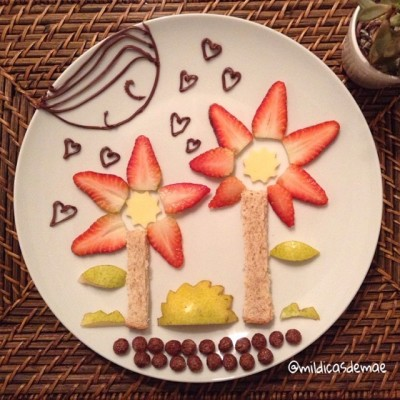 Pratinho dedicado à Yo Xi: morangos, pera, queijo, cereais.