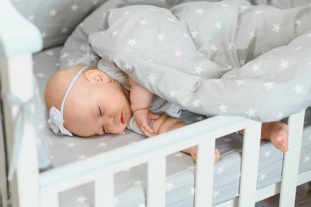 bebê dormindo no berço