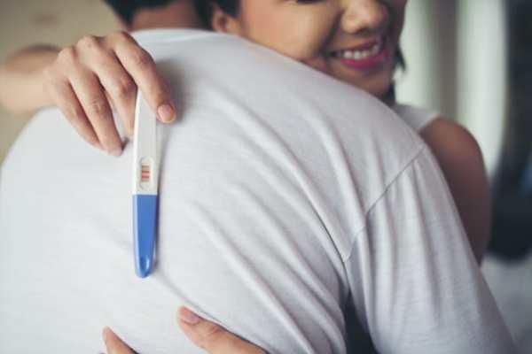 casal feliz com a descoberta da gestação
