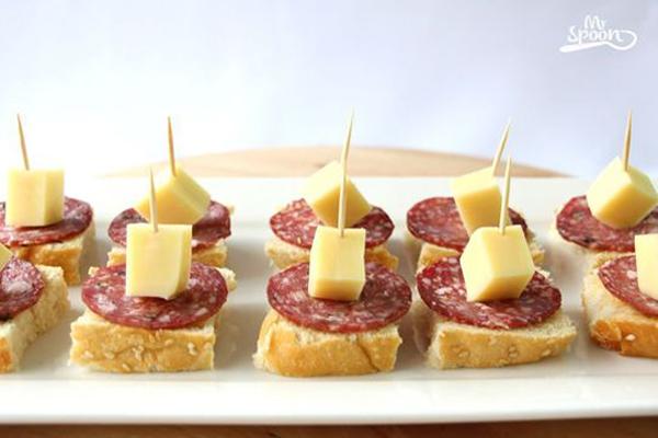 espetinhos para festa com queijo