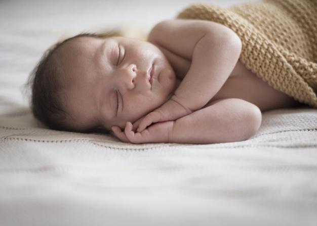 Criança dormindo fazendo ruído branco