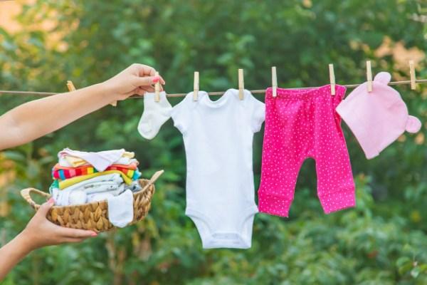 como lavar roupa de bebê