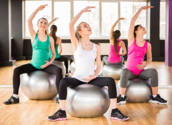 gestantes no quinto mes praticando pilates