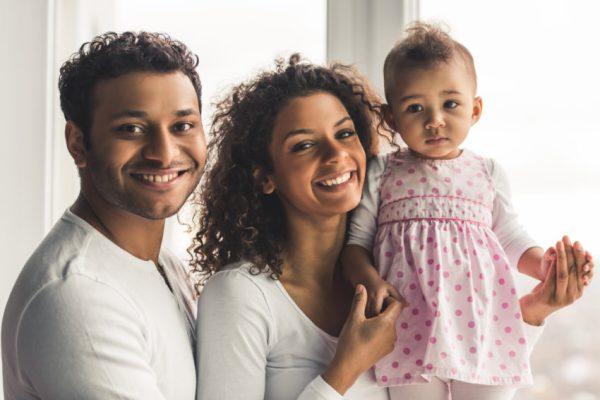 Família com filha pequena