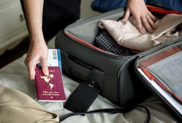 Como aproveitar os espaços na mala na hora de viajar