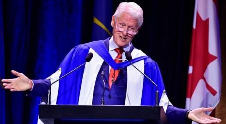 Bill Clinton continua a visita canadiana em Montreal