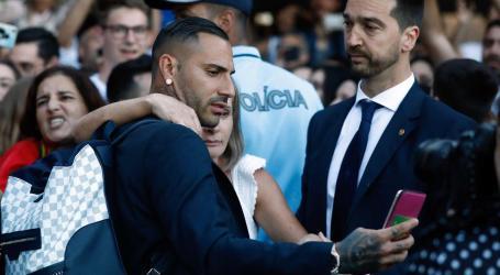 Jogadores da seleção retribuíram carinho dos adeptos na chegada a Portugal
