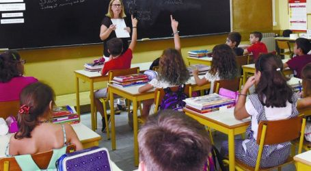 Mais de dois mil alunos aprendem a matéria em português e inglês