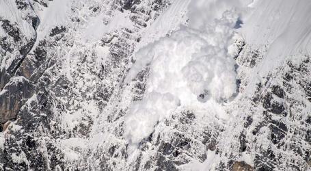 Avalanche causa pelo menos três mortos e vários desaparecidos nos Himalaias