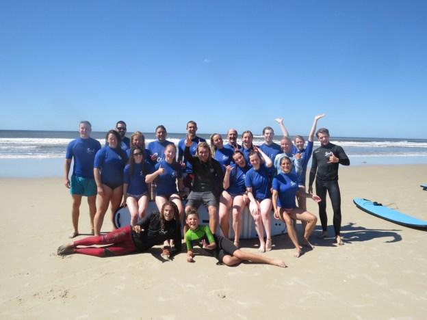 Surfkurs, lesson, surfen, surf, Byron Bay, Australien, Australia, Reiseblog, Reise, reisen, Urlaub, roadtrip, Miles and Shores, groupshot, Gruppenfoto, having a good time, schöne Zeit