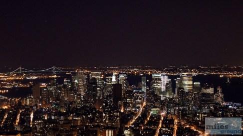 Lower Manhattan vom Empire State Building bei Nacht