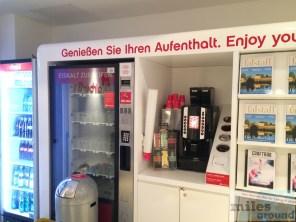 Getränkeangebot - airberlin Exklusiver Wartebereich am Flughafen Berlin-Tegel